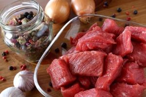 Orientalische Rindfleischstreifen mit Zwiebeln (Foto: Fotolia)