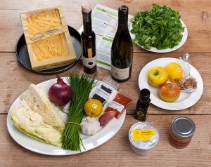 Spitzkrautfleckerl, Feldsalat mit Walnuss-Vinaigrette (Foto: foodieSquare)