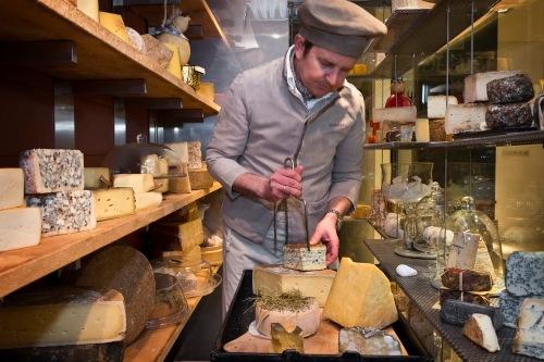 Südtiroler Spezialitäten: Rohmilchkäse wird zu einem wahren Käseschatz veredelt und dann gebunkert. Wir haben ihn befreit!