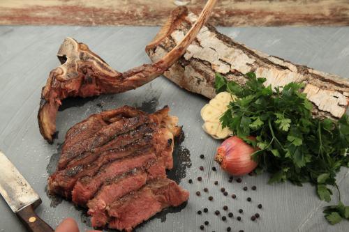 Das Tomahawk Steak: 1 Monat Dry Aged
